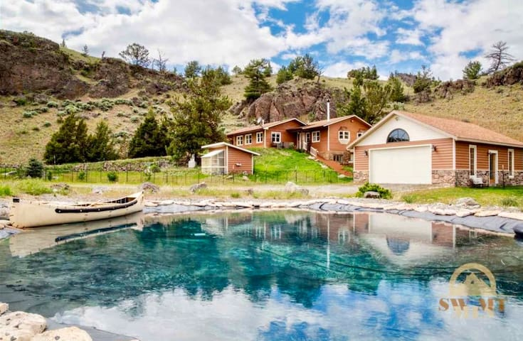 Entire Floor in Stunning Paradise Valley Home