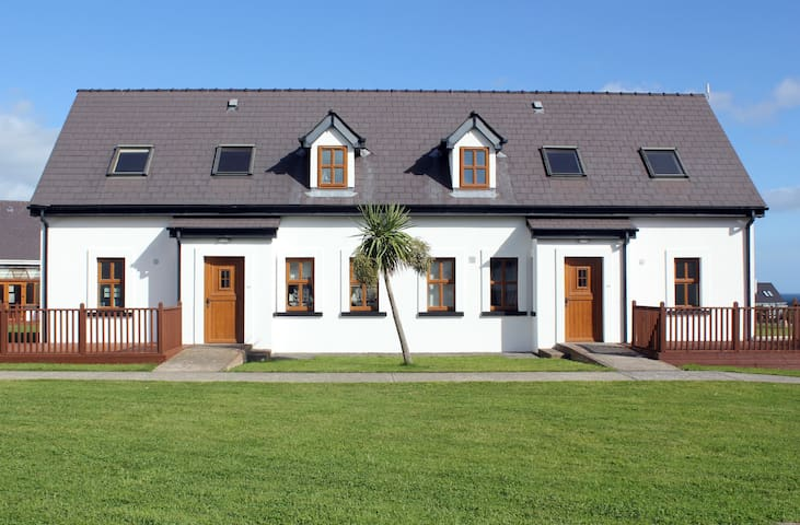 Hookless Holiday Homes- Seaview Houses