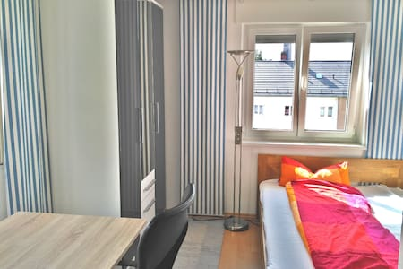 Lichtdurchflutetes Zimmer für 1-2 Personen - Friedrichshafen - Apartamento