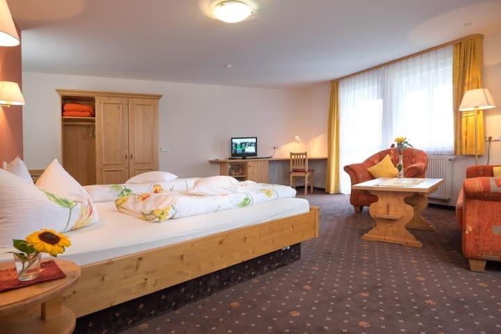 Landhotel Gasthaus SonneNeuhäusle, (St. Märgen), Nr. 08, 09 - Komfort-Doppelzimmer mit Balkon