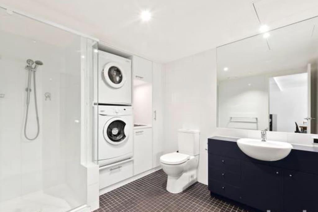 Large bathroom Dryer & Washing Machine