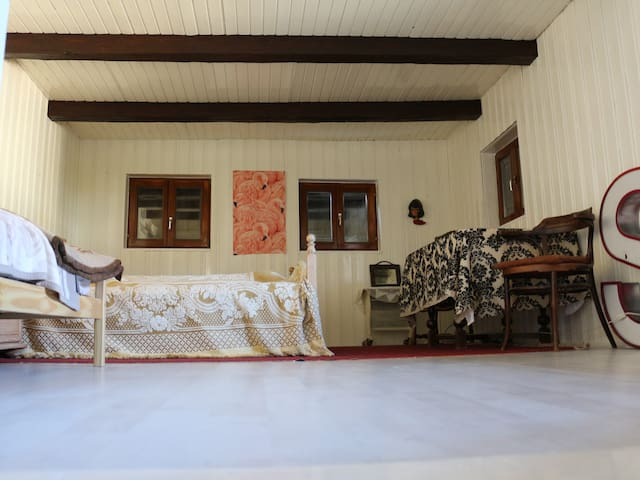 1 to 5 Beds in two Rooms, house buildt around 1750