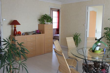 Appartement lumineux proche d'Avignon - Byt