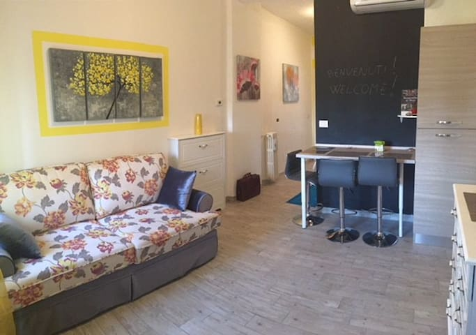 Two-rooms apart. near SUBWAY of COLOGNO SUD (2°P)