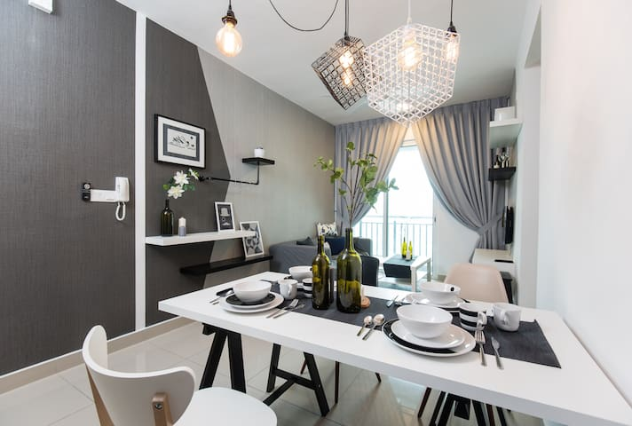 Urban Retreat with Style at De Centrum, Kajang - Selangor - Apartment