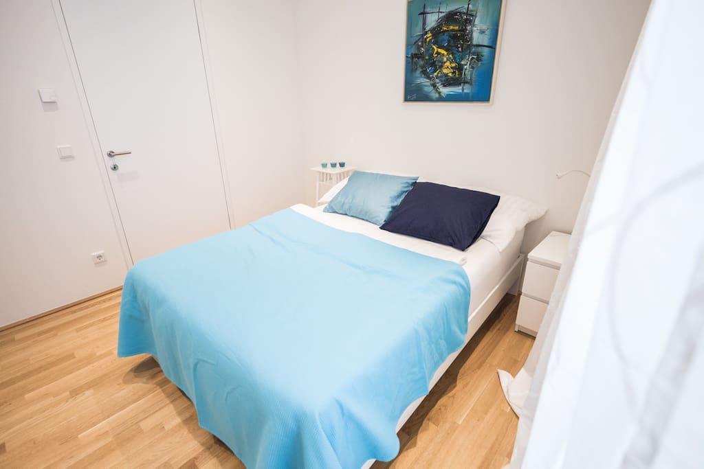 Bedroom 2 (Queen Size Bed 140 cm x 210 cm)