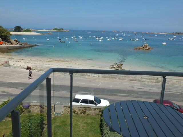 Baie de Perros Guirec à Port Blanc beau T2 vue mer