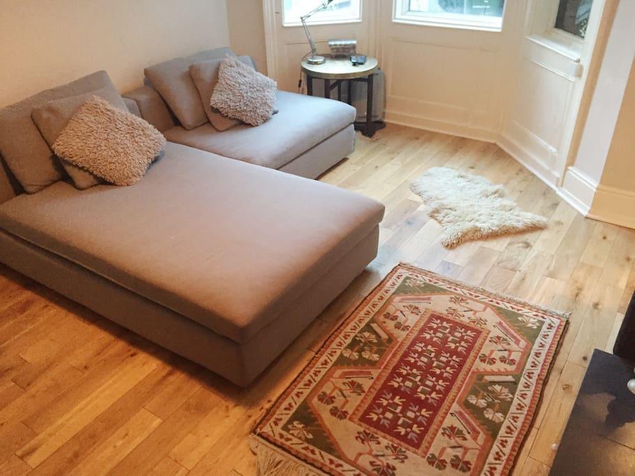 Living room - sofa and bay window
