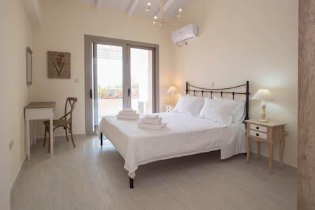 Messinian Luxury Villas Pool & View - Agios Nikolaos