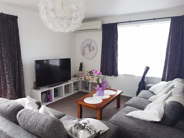 Comfy room in quite Auckland neigbourhood - โอ๊คแลนด์ - บ้าน