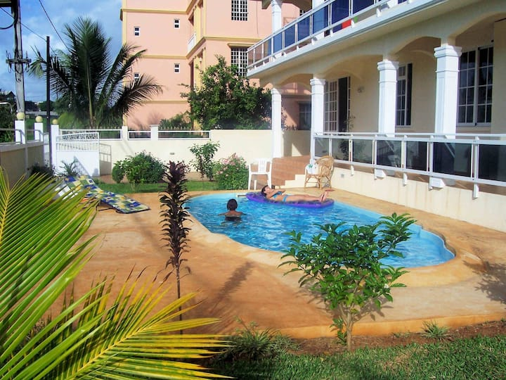 Spacious-seaview-pool-wifi-SECURITY