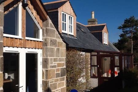 Self catering cottage -seaside village of Findhorn - Findhorn - บ้าน