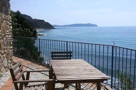 Villetta a pochi metri dal mare - Pisciotta - House