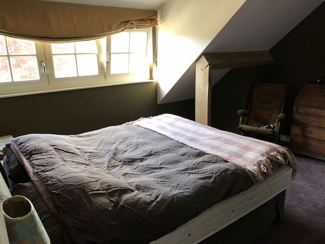 Gastenkamer met dubbel bed