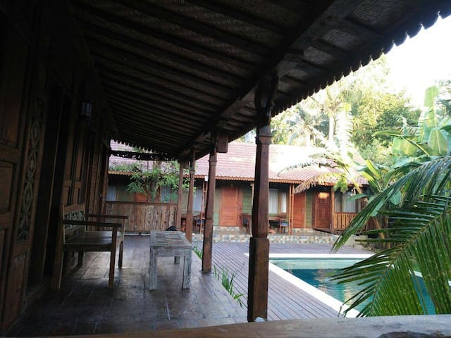 New room with pool in Pererenan, close to beach.