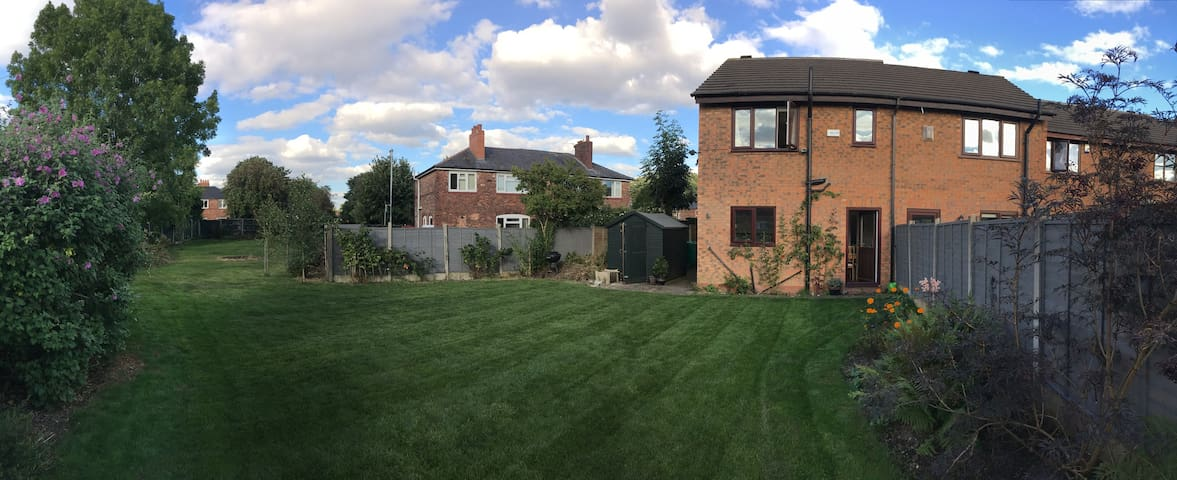 Room in a friendly house in Fallowfield - Manchester - House