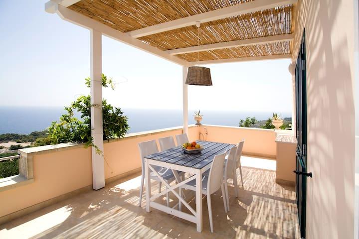 Terrazza sul Mare, Appartamento per 2 fino a 4 - Marina di Novaglie - Apartment