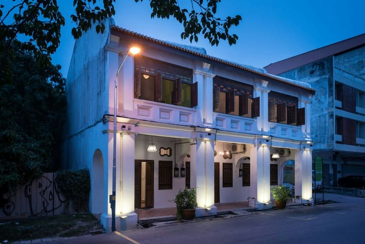 Entire Place 15~21pax 9rooms (RopeWalk GuestHouse)