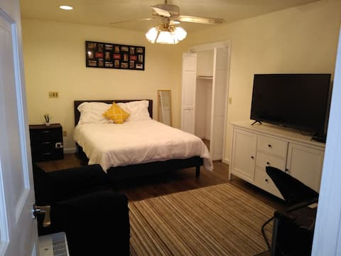 Retreat SPA apart. with jacuzzi, wifi & more.