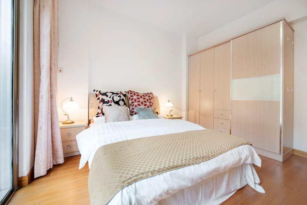 干净整洁的纯棉贡缎床品,带来高品质的睡眠。