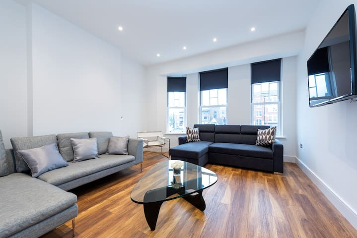 Stunning London Home (MHB352 III)