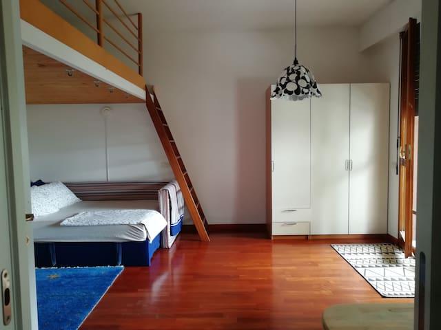 Camera con terrazzo alle porte di Milano