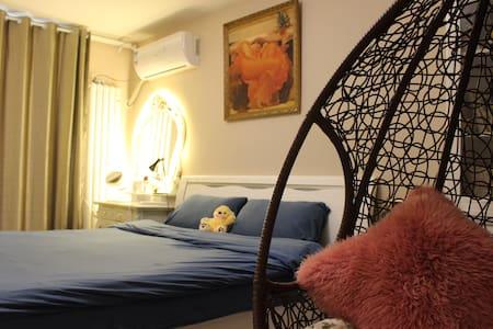 ~艺术气息~天津之眼步行即达,有猫陪伴从容梳妆的悠闲度假~靠在沙发看电影,窝在摇篮阅读放松的安静之家