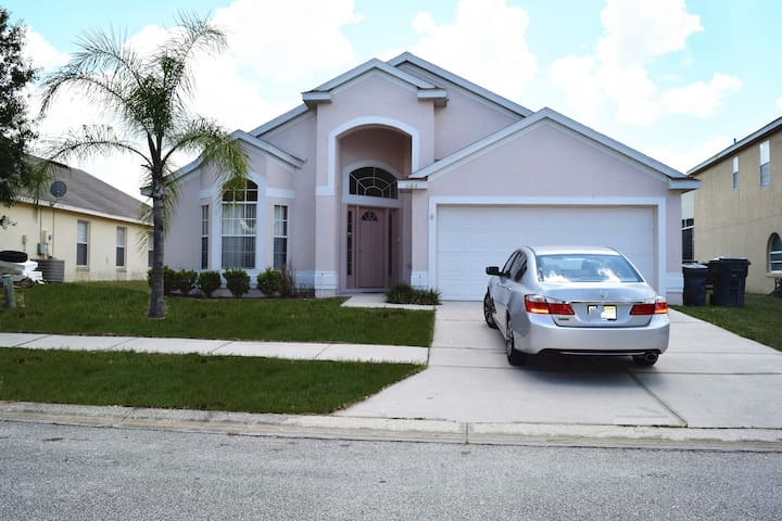 Nice 4B Villa with pool close to Disney