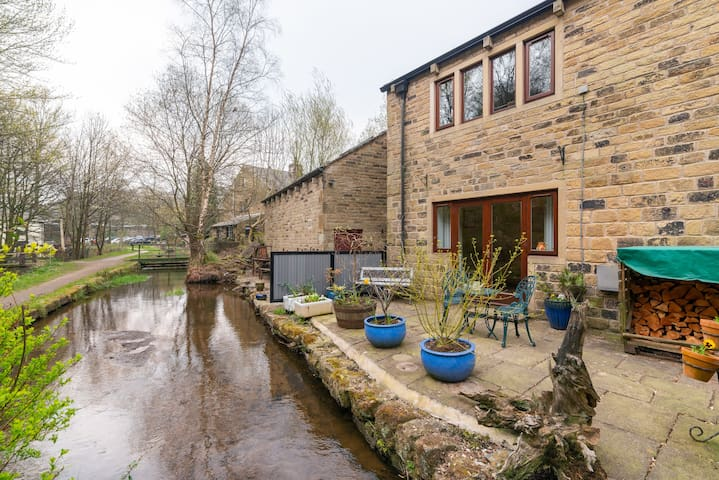 Saddleworth, Delph village Waterside apartment