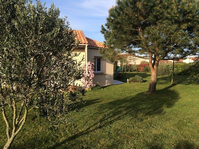 jolie maison plain pied,jardin, 3 chambres doubles
