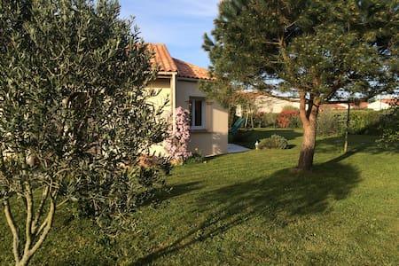 jolie maison plain pied avec jardin - Saint-Mars-de-Coutais - 独立屋