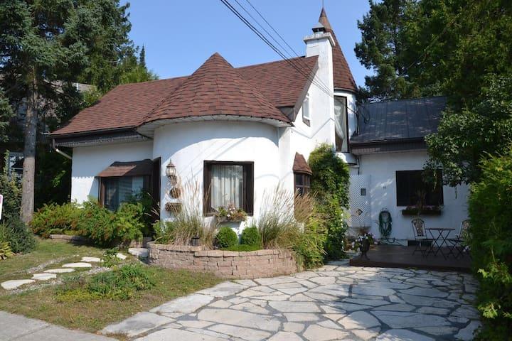 Chaleureux loft-foyer coeur village Saint-Sauveur