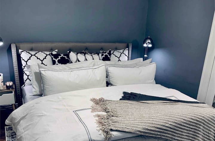 master suite with a private bathroom near downtown