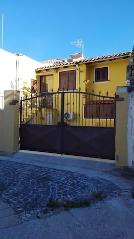 CASETTA IN LOCALITA' TRANQUILLA - Loculi - Casa