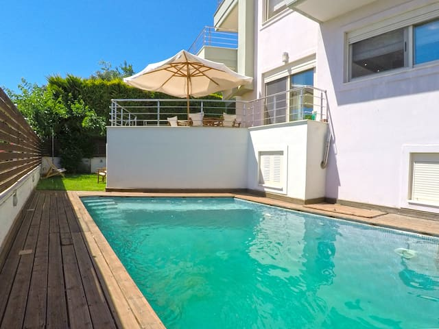 Luxury Maizonette with Private Pool