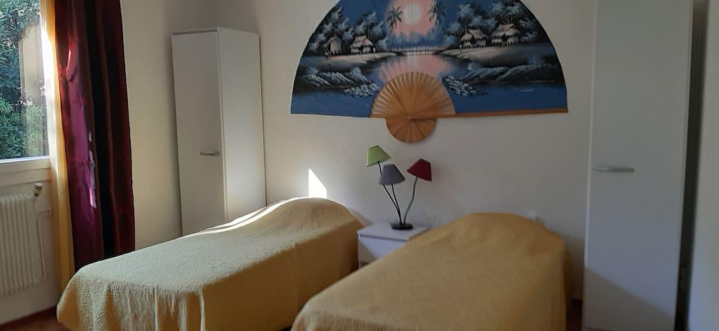 CHAMBRE 15 m²  3 lits  en 90 x 200