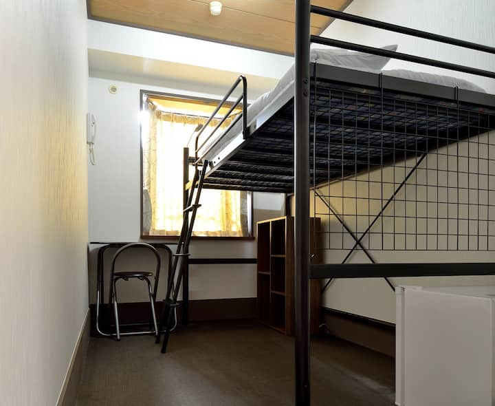 Juyoh Hotel Single Room with High-Bed and Shared B
