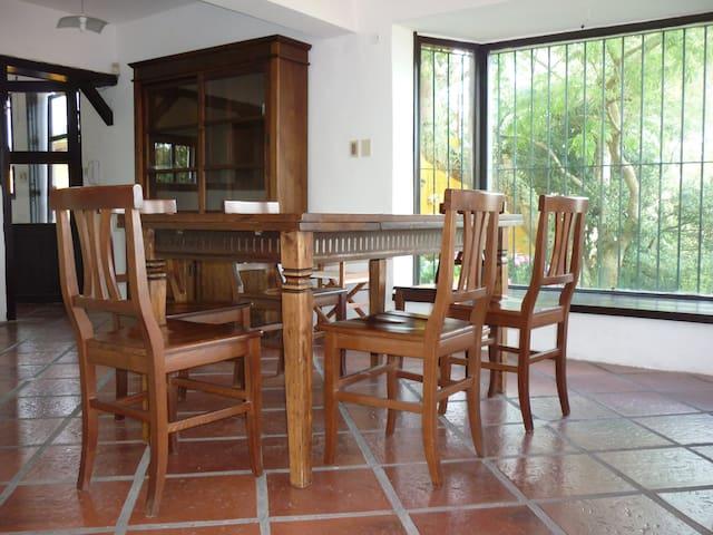 El Castillo Amarillo - Marindia - Villa