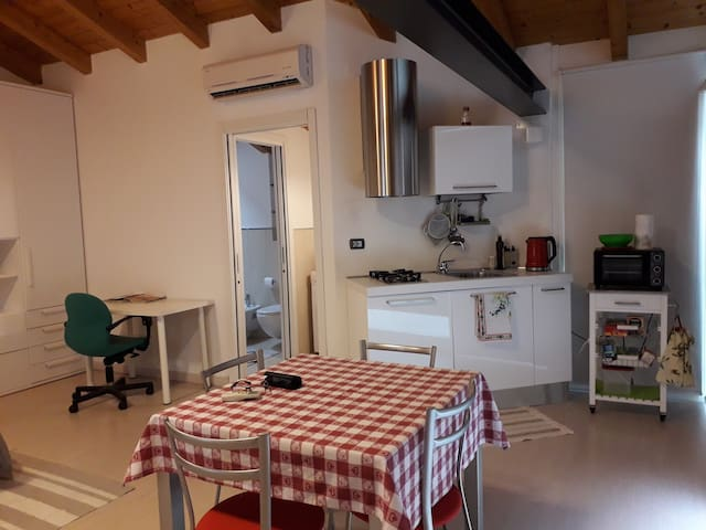 Franzoni Tavoli E Sedie.Airbnb Astrio Vacation Rentals Places To Stay Lombardia