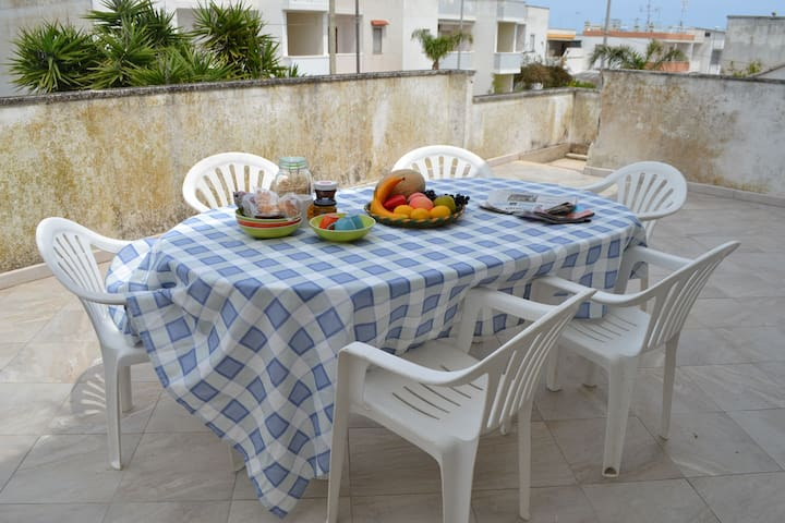 Charming Holiday Home near the Beach with a Terrace; Parking Available, Pets Allowed
