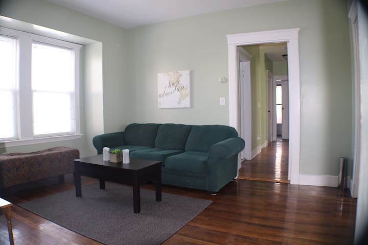 Spacious Close to Train, 3BR, comfortable