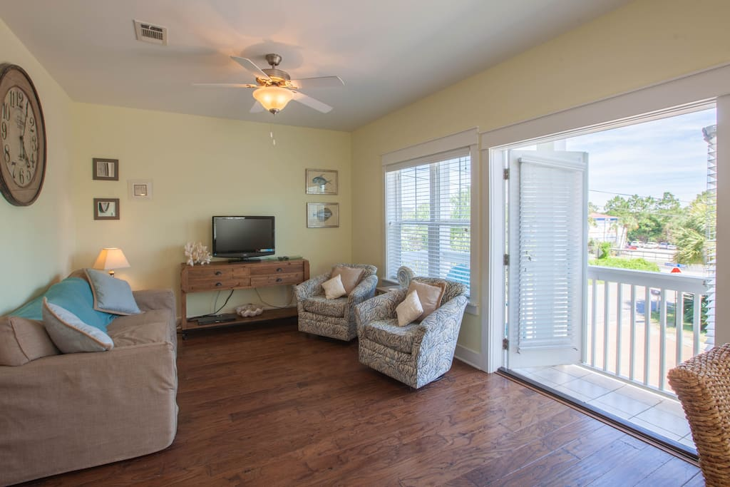 Second floor living area with seating for 5