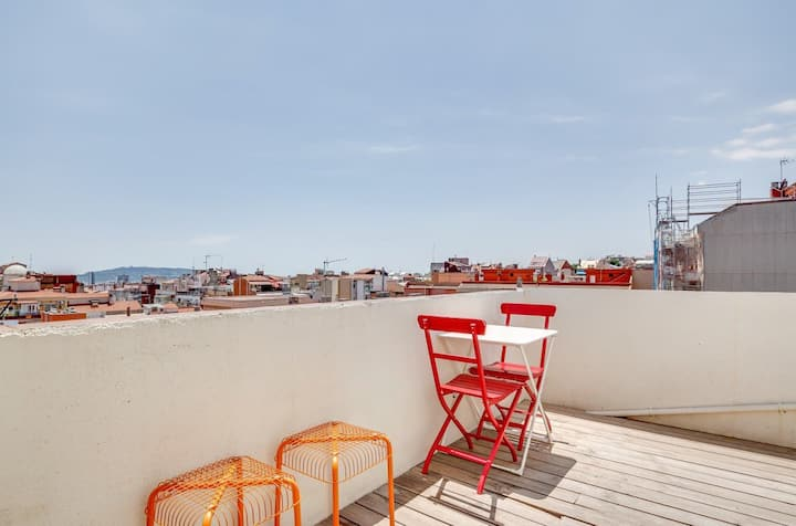 New Flat with terrace close to park Güell