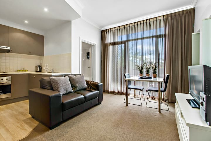 Ward St Fabulous, modern Nth Adelaide apt - North Adelaide - Apartment