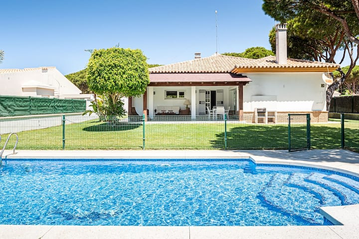 Exclusive villa with garden and pool - Villa con encanto