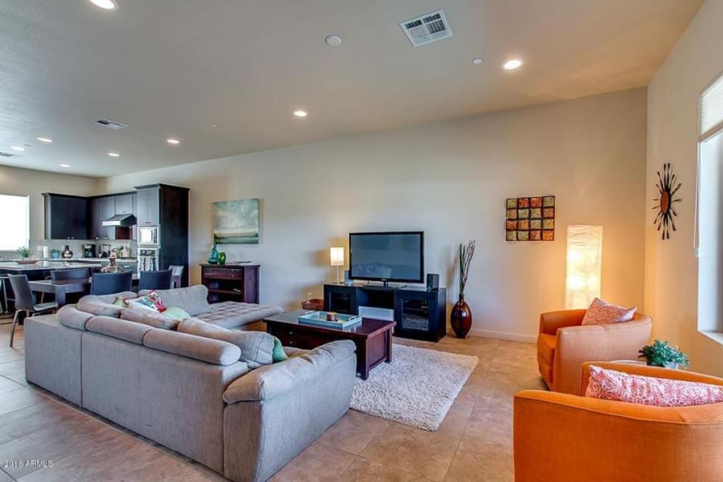 Living Room/Common Area with Flat Screen and Fast WiFi (100Mbps)