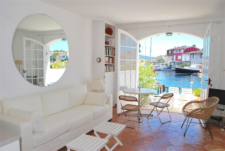 Fisherman house next to the beach with A/C, WIFI and a 14m mooring