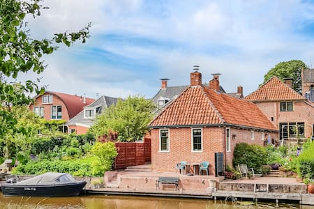 Holiday cottage with 2 bedrooms on 90m² in Winsum