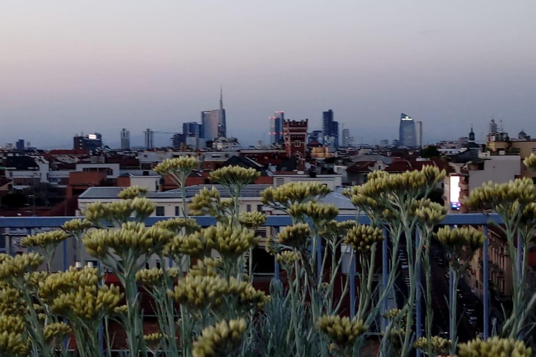 Dal terrazzo la vista su Milano