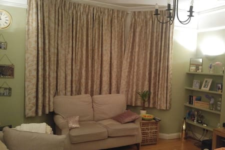 Period 2 bed flat, walking distance to station. - Saint Albans